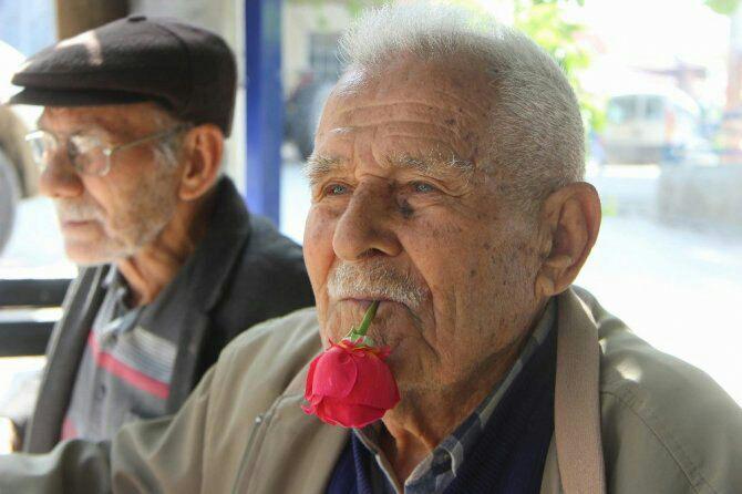 اعتیاد فعلیِ پیرمرد ترکیه ای به چیزی باورنکردنی
