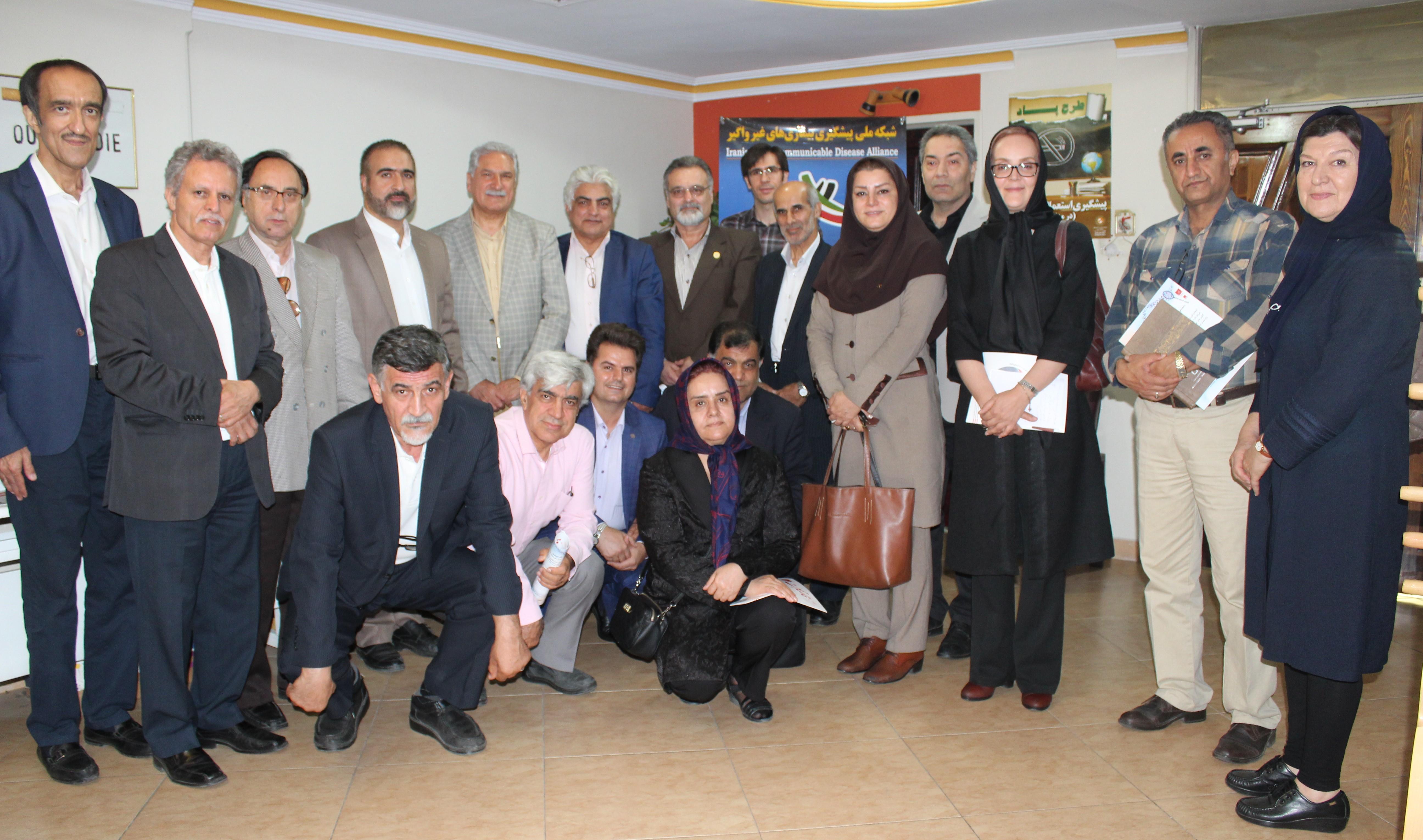 بازدید دکتر کمال اکبری از «شبکه ملی بیماریهای غیرواگیر» در دفتر «جمعیت»